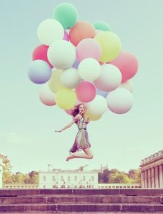 I love the balloon idea for a photoshoot! Already did one with my friends and it came out really well!