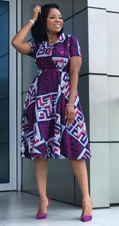 African print long dress Serwaa Amihere is a Ghanaian broadcast journalist and newscaster who currently works with GHOne TV. The old beautiful lady who is very stylish and always on point when it comes to fashion is k… African Fashion Ankara, Latest African Fashion Dresses, African Dresses For Women, African Print Fashion, African Attire, Africa Fashion, African Women, African Style, African Print Clothing