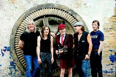 blogAuriMartini: AC/DC confirma saída de guitarrista por doença, mas nega aposentadoria