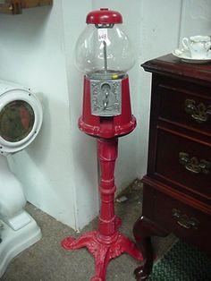 648: Cast Iron Penny Bubble Gum Machine: Red : Lot 648