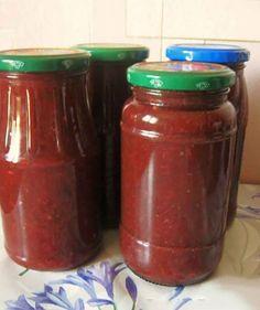 Ați gustat vreodată ketchup din prune? Vă prezentăm o rețetă de ketchup de casă, care reprezintă o alternativă delicioasă și sănătoasă ketchup-ului din comerț. Acest ketchup este o combinație de prune și roșii, asezonat cu condimente și verdeață, are un gust unic și se prepară foarte ușor. Vă recomandăm să încercați acest ketchup de prune, … Ketchup, Celery, Salsa, Canning, Recipes, Food, Dressings, Sauces, Kitchens