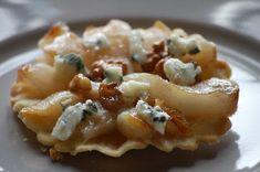 Tarte tatin met peer, walnoot & blauwe kaas