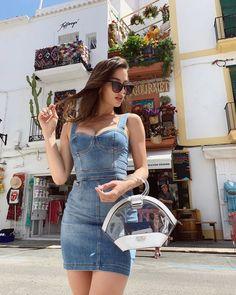 Jeans Verão 2020 5 super tendências em shorts, saias e vestidos Denim Bodycon Dress, Jeans Dress, Denim Skirt, Denim Dresses, Pretty Outfits, Beautiful Outfits, Cute Outfits, Moda Jeans, Vestidos Fashion