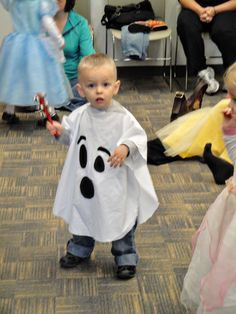 easy ghost costume  sc 1 st  Pinterest & No Sew Ghost Poncho Costume-3 | Fun for Derek | Pinterest | Ponchos ...