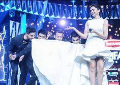 "Stars having fun  #SidharthMalhotra, #KapilSharma, #SalmanKhan, #KaranJohar & #DeepikaPadukone performing a step from "" #JummeKiRaat"" song of #Kick movie."