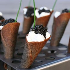 "Buckwheat ""blini"" cornets with creme fraiche foam and white sturgeon caviar. A classic Russian revamp. Russian Pastries, Borscht Soup, Famous Drinks, Sour Cream Sauce, Appetizer Plates, Appetizers, Creme Fraiche, Creative, Gourmet"