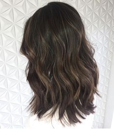 Medium, Beachy Waves with Ombre Highlights - 40 On-Trend Balayage Short Hair Looks - The Trending Hairstyle Balayage Hair Brunette Straight, Dark Balayage, Dark Brunette Hair, Bobs Blondes, Perfect Hair Color, Ombre Hair Color, Dark Hair, Brown Hair, Hair Looks