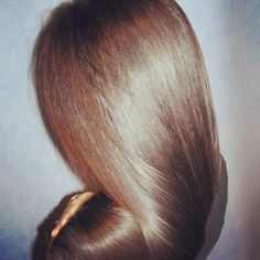 For glossy hair rinse your hair with a cup of red wine vinegar after shampooing Love Hair, Gorgeous Hair, You're Beautiful, Messy Hairstyles, Pretty Hairstyles, Glossy Hair, Hair Flow, Hair Heaven, Natural Hair Styles