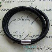 2 mustaa kierrosta 25€ Leather Jewelry, Jewellery, Watches, Wrist Watches, Jewels, Jewelry Shop, Jewelry, Tag Watches, Watch