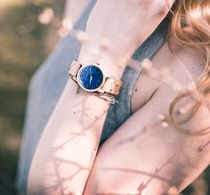 Holzkern - wunderschöne Uhren aus Holz! Gefällt Euch der feminine Look? #holzkern #holzkernwatches #uhr #watch #uhrcenter #fashion #accessories #lifestyle #wonderful #elegant #quality #style #photooftheday #picoftheday #tipoftheday #instadaily #instagood #instalike #instawatch #woodenwatch #wood #holz Beauty Shots, Watch Model, Wood Watch, Neue Trends, Elegant, Bodybuilding, Sapphire, Rings, Jewelry