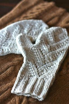 I once knitted a pair of mittens. I wonder if I still could. This is a beautiful pattern: Adiri Mittens pattern by Julia Trice
