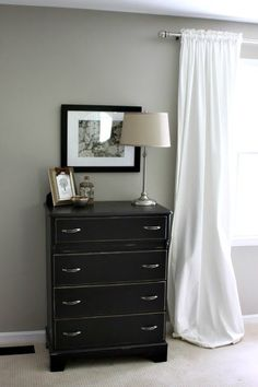 Love the idea of framing cloth napkins as wall decor!  Great for replacing family photos when staging a house.