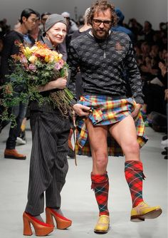 Vivienne Westwood and Andreas Kronthaler Vivienne Westwood, Beauty And Fashion, Star Fashion, Punk, Stylish Older Women, Stylish Couple, Fashion Week 2018, Quirky Fashion, Andreas