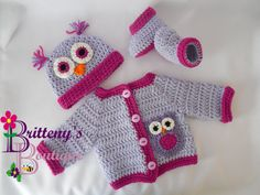 How cute would your little one look in this set!?!?  The tufts on the hat just add so much to the whole set.  Owls are very popular in nursery decor, so it makes a great set to give as a baby shower gift.  This set was made using my Two Tone Sweater Set Pattern, so you know it was made with extra love! You can find this pattern for free on my blog!!