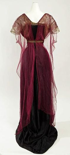 Historische Kleidung I fully adore the wealthy burgundy hue of this elegant Edwardian night robe, 19 Edwardian Dress, Edwardian Fashion, Vintage Fashion, Edwardian Era, Vintage Beauty, 1920s Dress, Victorian Dresses, Victorian Gothic, Gothic Lolita