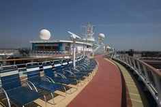 Serenade of the Seas - Ponte esterno, zona relax #serenadeoftheseas #royalcaribbean #cruise #crociera #design #travel #viaggi #vacanze