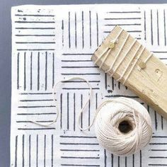 Do-It-Yourself - fabric prints with stamps - Crochet Projects Diy Cadeau, Arts And Crafts, Paper Crafts, Fabric Stamping, Handmade Stamps, Stamp Making, Personalized Stationery, Shibori, Textile Prints