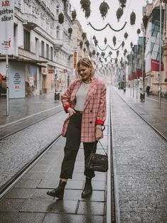 Discover recipes, home ideas, style inspiration and other ideas to try. Casual Blazer, Blazer Outfits, Plaid Blazer, Blazer Dress, Blazer Jacket, Plaid Fashion, Blazer Fashion, Blazers For Men, Black Blazers