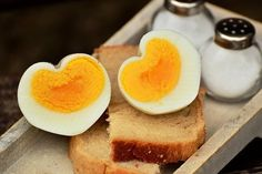 It's almost Valentine's Day and it's the perfect time to think about fun heart-shaped food for your special someone and your family. Why not say I love you with delicious foods? Egg Substitute In Baking, Heart Shaped Pancakes, Healthy Foods To Eat, Healthy Recipes, Healthy Fats, Boiled Egg Diet Plan, Good Sources Of Protein, Mommy Workout, Boiled Eggs