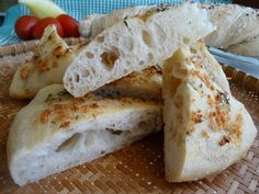 Fotorecept: Cesnakový posúch Camembert Cheese, Biscuits, Dairy, Food And Drink, Pizza, Bread, Basket, Breads, Crack Crackers