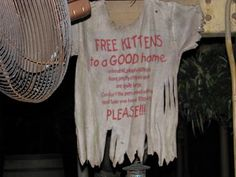 I don't kow how many people pay atteNtion to these signs on the Jungle Cruise but Imlove them! So funny