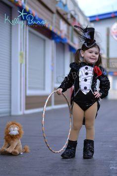 Lovely idea for #princesaAzucarada - Big Top Circus Lion Tamer Mini Top Hat Costume por CSIboutique