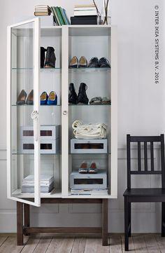 Laat zien wat je in huis hebt! Gebruik kasten, rekken en toon wat in je lades steekt! Show what you've got! Use cabinets, racks and open up the drawers!
