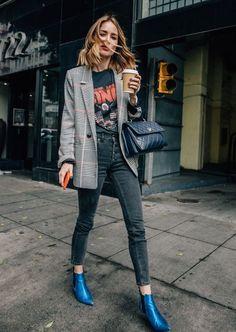 Blazer xadrez: 6 maneiras de usar. Sreet style. Jeans. T-shirt. How to wear. Style tips. O blazer xadrez é uma peça atemporal, elegante e que complementa looks dos mais variados estilos.Vai bem para trabalhar ou então em um estilo mais casual. Quer ter ideias de como usar o blazer xadrez? Então confira os looks e inspire-se!