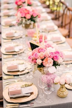 Pink wedding centerpiece; Photo: Studio Impressions Photography