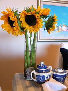 Everything Coastal....: Sunflowers and Blue Willow... A late summer Coastal Tablescape