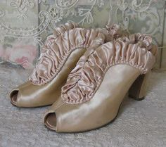 these would be gorgeous in a Victorian wedding.