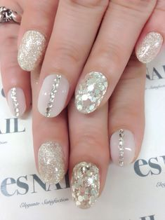 See more about nail designs, nails and glitter. Fancy Nails, Love Nails, My Nails, Glittery Nails, Glam Nails, Gold Glitter, Bridal Nails, Wedding Nails, Gorgeous Nails