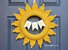 Crochet Summer Sun Wreath - Repeat Crafter Me, free pattern, #haken, gratis patroon (Engels), krans, zon, stralen voor kussen, #haakpatroon