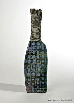 """Ute Grossmann - """"Sprudelnd"""" 2005. should translate as """"fizzy (en), effervescent (fr). Raku, H.: 41 cm, 2005  Ute Grossmann est une céramiste allemande née en 1960 à Dresde."""