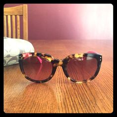 Coach sunglasses Coach sunglasses comes with case and cleaning cloth brand new worn a handful of times zero marks or scratches Coach Accessories Sunglasses