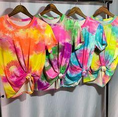 Tye Dye, Moda Tie Dye, Diy Camisa, Tie Dye Crafts, Tie Dye Colors, How To Tie Dye, Tie Dye Shirts, Crop Top Outfits, Clothing Hacks
