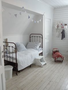 Loving the Cape Cod feel of this bedroom. Adding a few pops of color would make this room even more kid-friendly