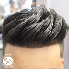 Ombre Hair Color Trends - Is The Silver Style - Stylendesigns Stylish Haircuts, Cool Hairstyles For Men, Hairstyles Haircuts, Haircuts For Men, Hair And Beard Styles, Curly Hair Styles, Fade Haircut, Haircut Style, Gents Hair Style