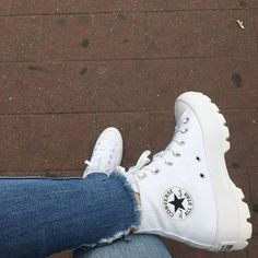 Mode Converse, Sneakers Mode, Cute Sneakers, Converse Shoes, Sneakers Fashion, Fashion Shoes, Shoes Sneakers, Shoes Heels, White Converse Outfits