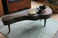 Great table from a guitar case - Wow ! Great table from a guitar case Wow ! Great table from a guitar case Guitar Room, Guitar Case, Music Furniture, Diy Furniture, Vintage Furniture, Ideias Diy, Repurposed Furniture, Music Notes, Table Designs