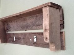 DIY Wood Pallet Shelf With Hooks | Pallet Furniture Plans