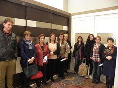 Los asistentes del taller de organización de armarios dando trucos y consejos para la decoración y organización del hogar