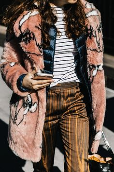 48 Chic Street Style Ideas That Will Make You Look Cool – New York Fashion New Trends Nyfw Street Style, Looks Street Style, Autumn Street Style, Street Style Women, Summer Street, Easy Style, Style Me, Mommy Style, Girl Style