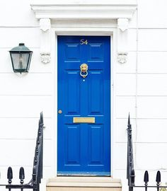 bright blue door in Notting Hill, London