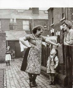 Community website for Aston history and nostalgia. Containing digital pictures of old Aston, Aston people and Aston Industry Vintage Pictures, Old Pictures, Old Photos, Black And White Photography, Black White Photos, Cheek By Jowl, Marguerite Duras, Industrial Photography, Old London