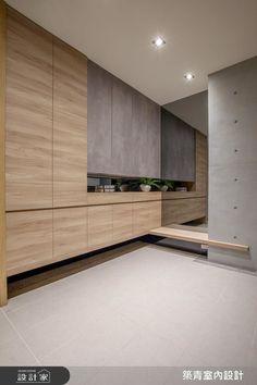 現代風的裝潢圖片為築青室內裝修有限公司的設計作品,築青_46之39設計案例,是一間新成屋(5年以下),總坪數為90,格局為五房,更多築青室內裝修有限公司設計案例作品都在設計家 Searchome Entrance Hall, Modern Bedroom, Divider, Concept, Furniture, Home Decor, Dekoration, Entryway, Bedroom Modern