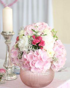 Veronike sa páčia pivonky hortenzie ruže gypsomilky a veľa svetielok :) Na hlavný stôl sme navrhli po krajoch guľaté aranžmány plávajúce sviečky voľne povkladané hlavičky hortenzií a pivoniek.Na okrúhle  stoly pre svadobných hostí sme naaranžovali tiež okrúhle aranžmány ale každý bol iný.  #kvetysilvia #kvetinarstvo #kvety #svadba #love #instagood #cute #follow #photooftheday #beautiful #tagsforlikes #happy #like4like #nature #style #nofilter #pretty #flowers #design #awesome #wedding #home…
