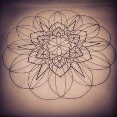No photo description available. Lotus Mandala, Geometric Mandala, Dot Work Tattoo, Back Tattoo, I Tattoo, Mandalas Painting, Mandalas Drawing, Urban Threads, Mandala Tattoo Design