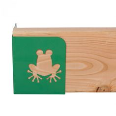 raised garden corners - green frog