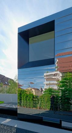 Bernd Zimmermanns mirror-clad House wz2 distorts its surroundings